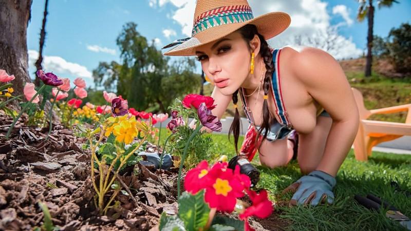 MonsterCurves – Valentina Nappi – Gardening Hoe